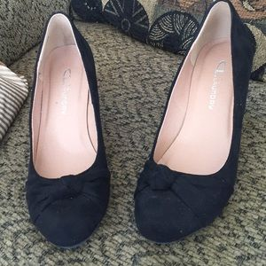 Chinese Laundry Black Suede wedge Pumps 7.5